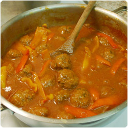 Meatballs with Red Pepper Sauce - International Cooking Blog